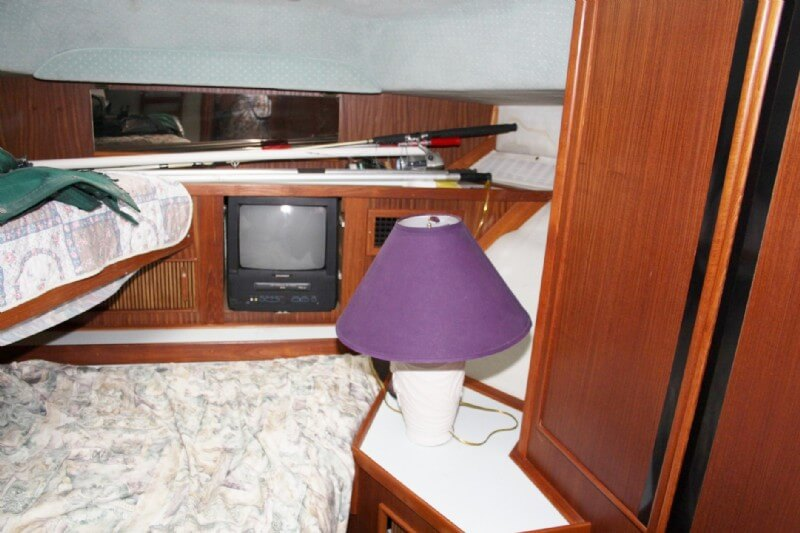 1987 Sea Ray boat for sale, model of the boat is 410 Aft Cabin & Image # 16 of 40