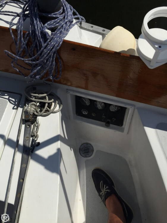 1975 Ericson Yachts Ericson 32 - Photo #39