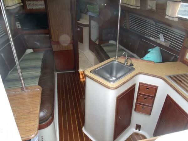 1978 Irwin Yachts 30 Citation - Photo #17