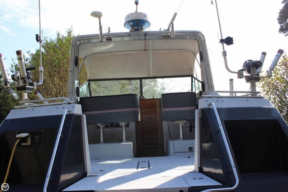 1986 Cruisers Yachts boat for sale, model of the boat is 27 & Image # 12 of 40