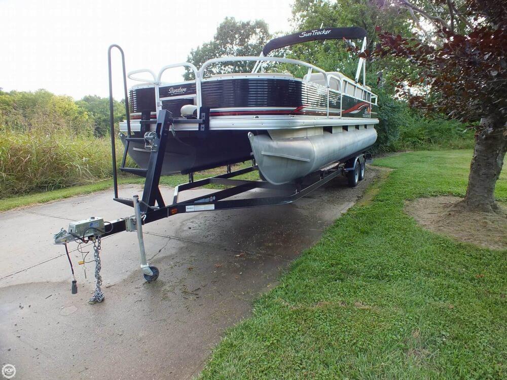 2012 Sun Tracker FISHIN' BARGE 24 DLX - Photo #2