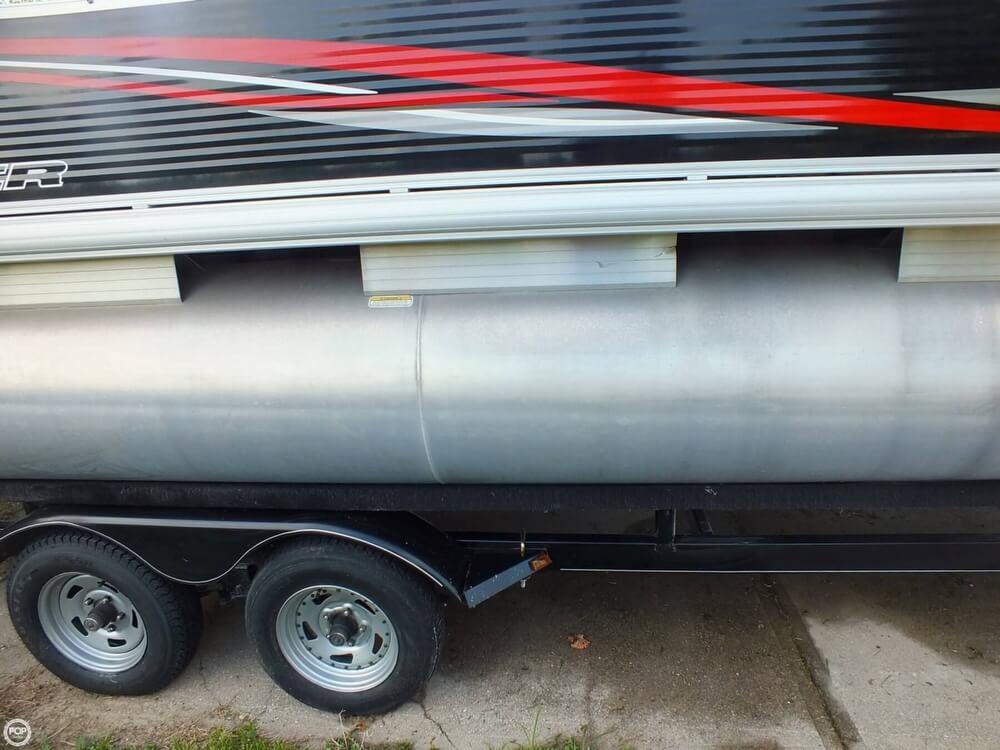 2012 Sun Tracker FISHIN' BARGE 24 DLX - Photo #22