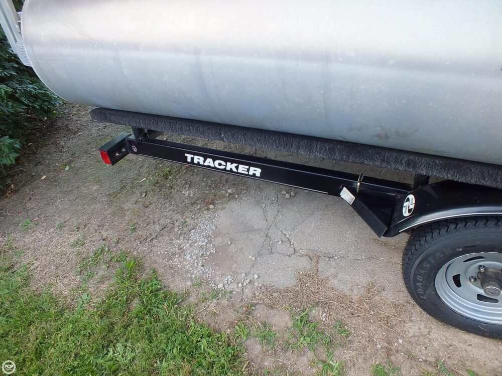 2012 Sun Tracker FISHIN' BARGE 24 DLX - Photo #25
