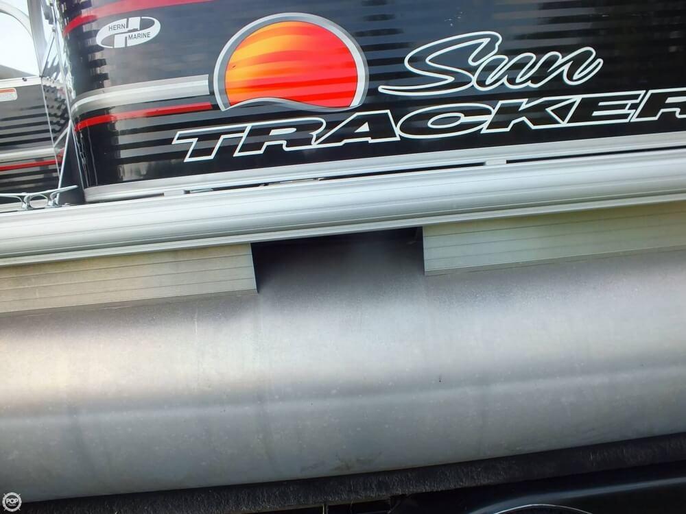 2012 Sun Tracker FISHIN' BARGE 24 DLX - Photo #26