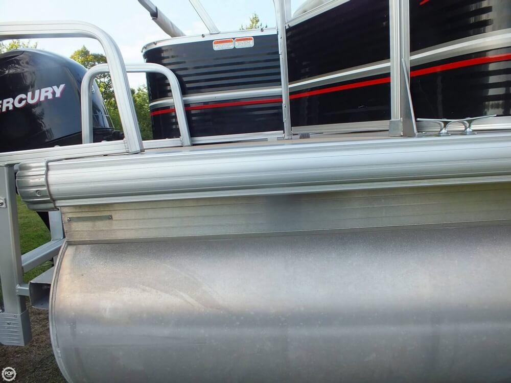2012 Sun Tracker FISHIN' BARGE 24 DLX - Photo #27