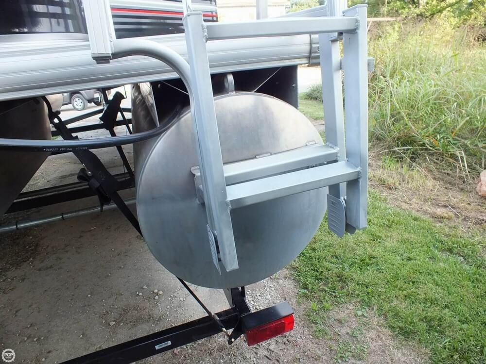 2012 Sun Tracker FISHIN' BARGE 24 DLX - Photo #29