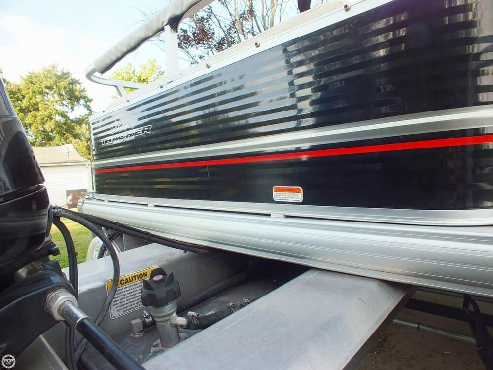 2012 Sun Tracker FISHIN' BARGE 24 DLX - Photo #30
