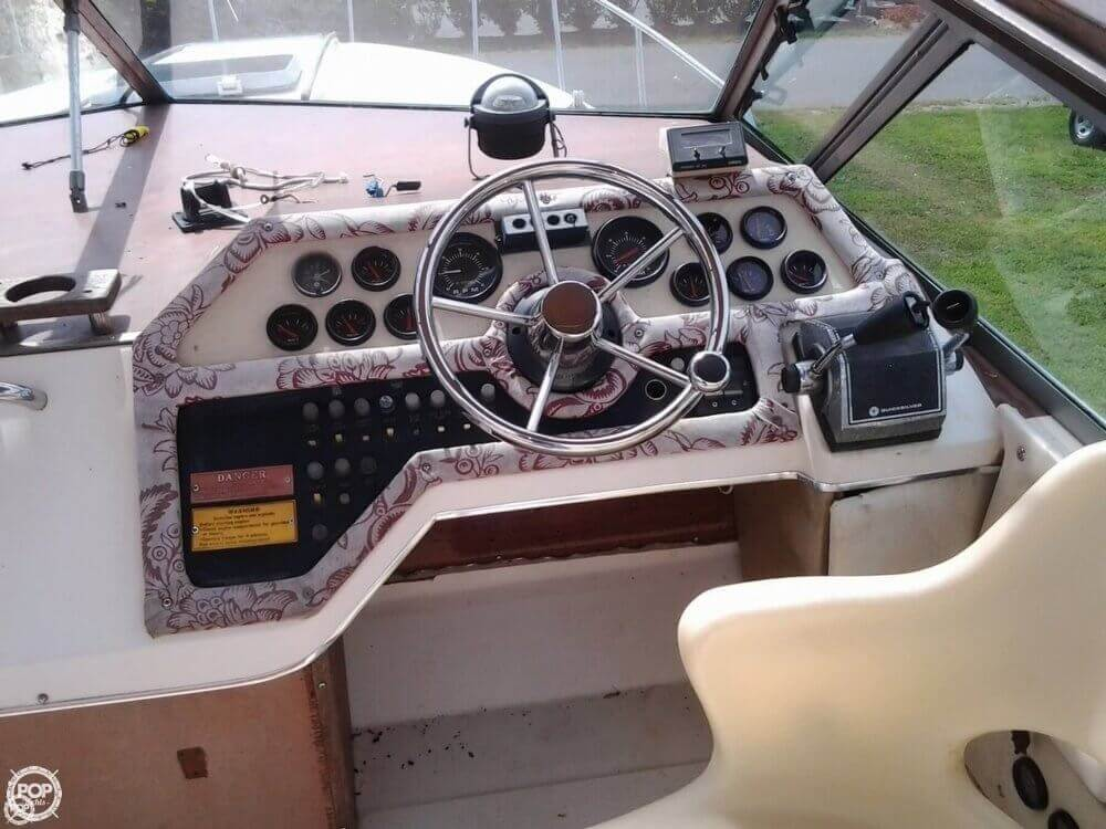 1984 Sea Ray boat for sale, model of the boat is 270 Sundancer & Image # 4 of 40