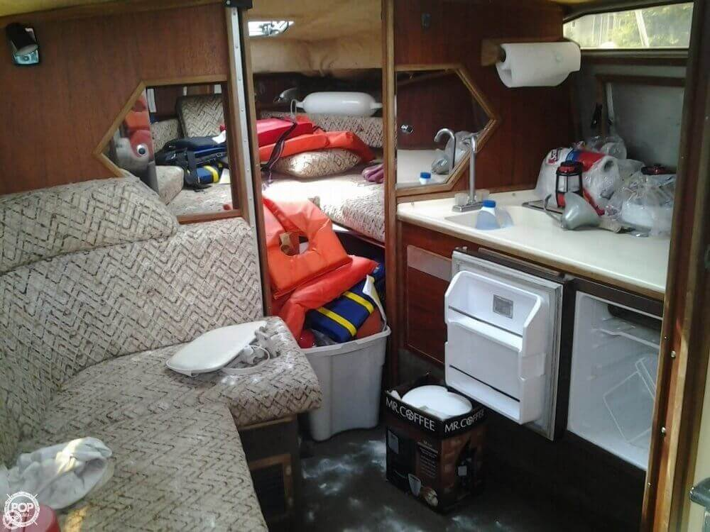 1984 Sea Ray boat for sale, model of the boat is 270 Sundancer & Image # 9 of 40