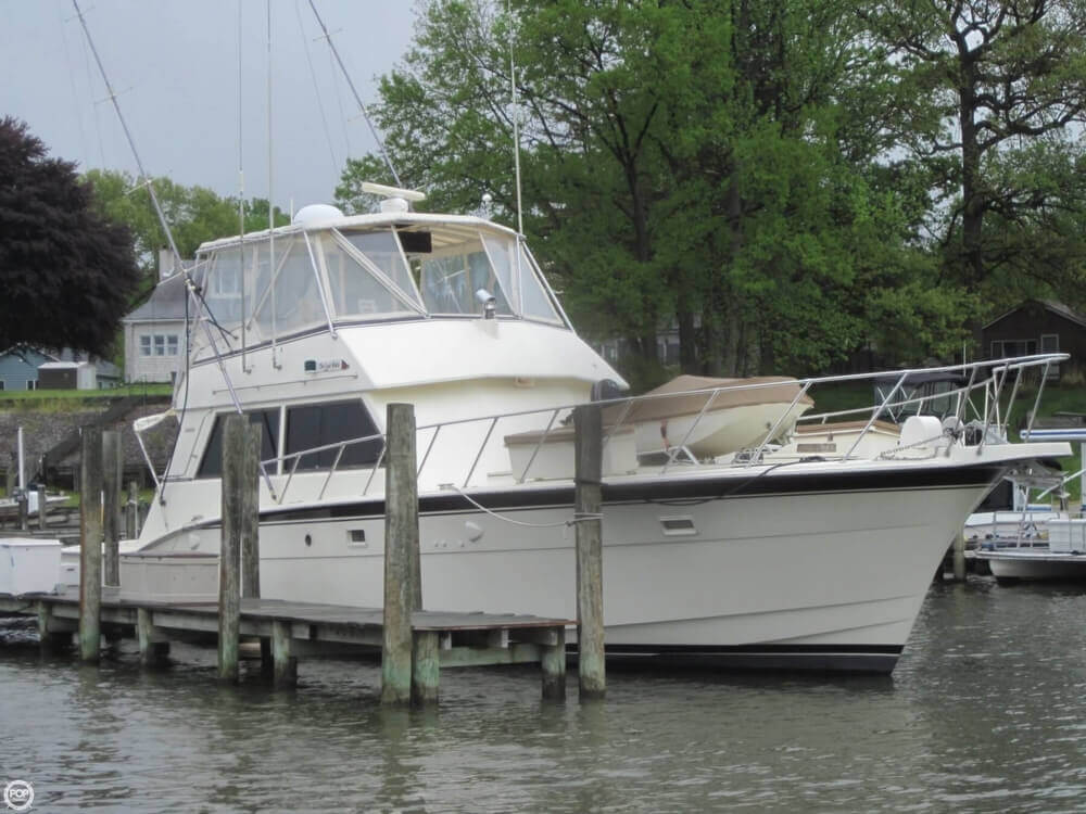 1982 Hatteras 55 Convertible - Photo #9