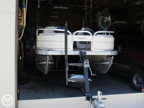 2009 Sun Tracker 21 Fishin Barge - Photo #10