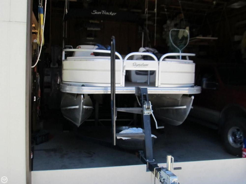 2009 Sun Tracker 21 Fishin Barge - Photo #12