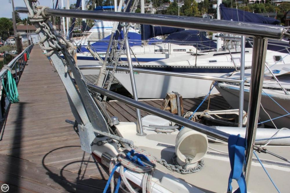 1974 Cal Yachts 30 - Photo #18