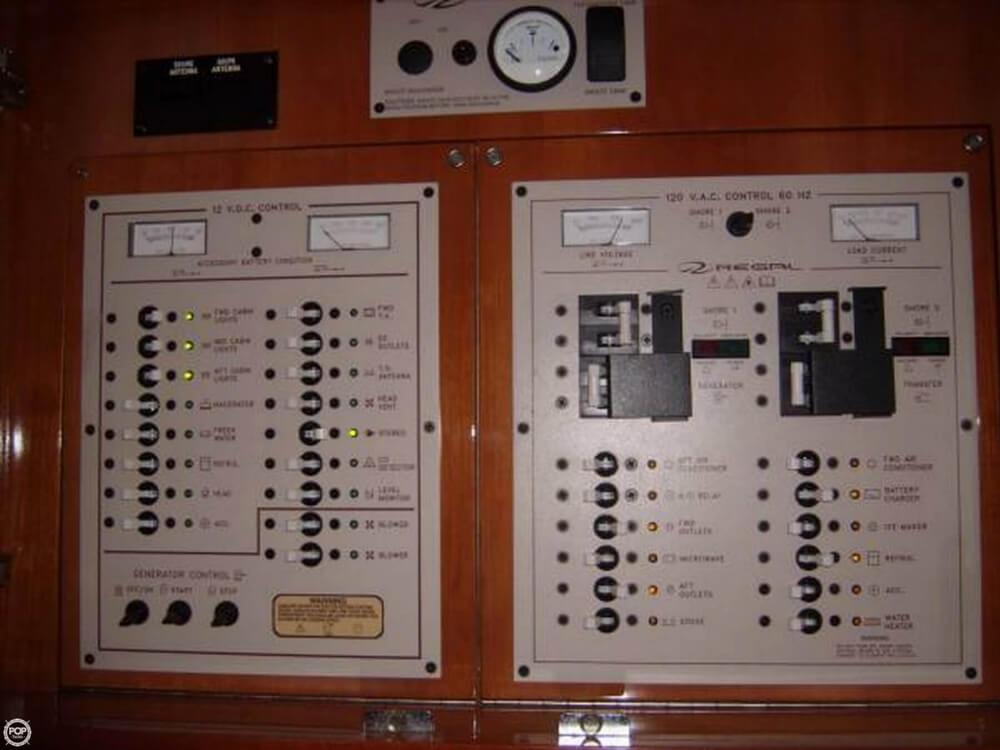 2002 Regal 3860 Commodore - Photo #12