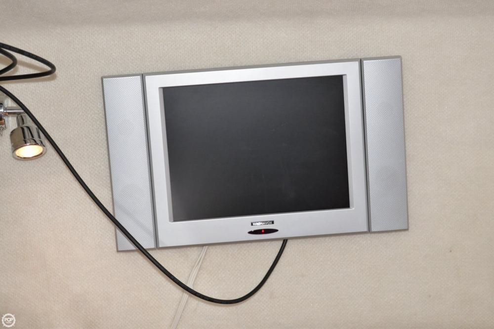 2005 Regal 2465 Commodore - Photo #19