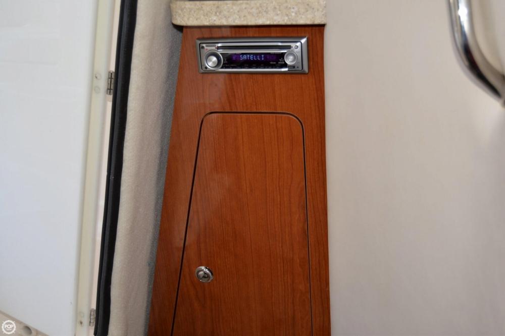 2005 Regal 2465 Commodore - Photo #21