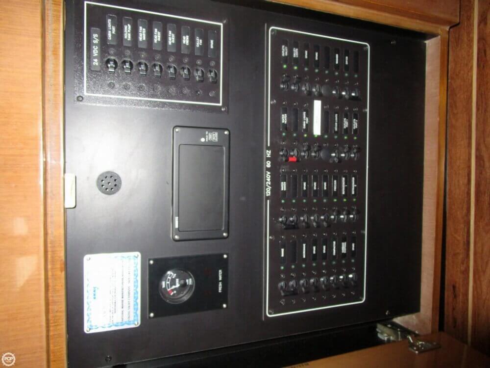 2004 Viking 65 - image 26