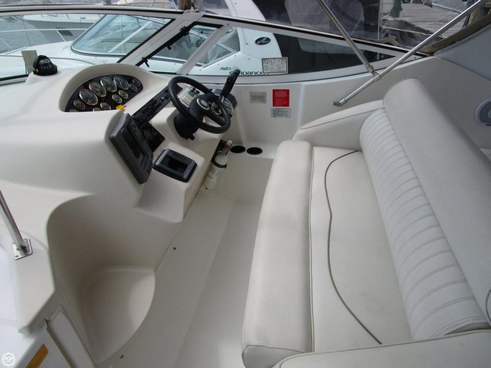 2000 Cruisers Yachts 3075 Express - Photo #19