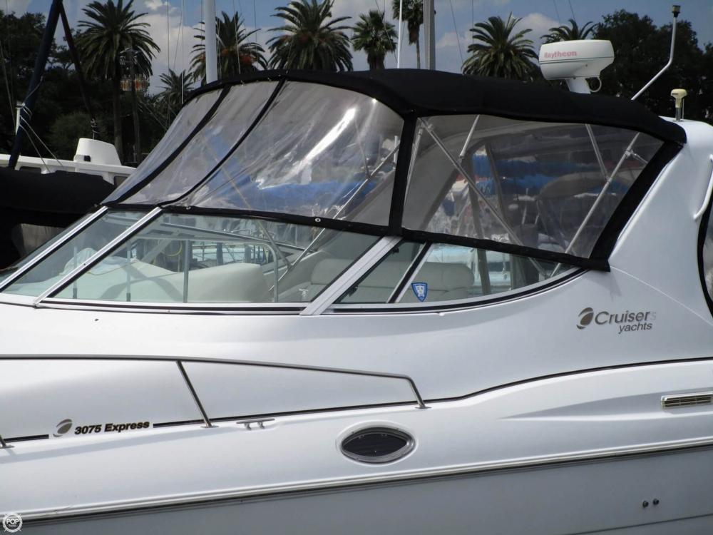 2000 Cruisers Yachts 3075 Express - Photo #21