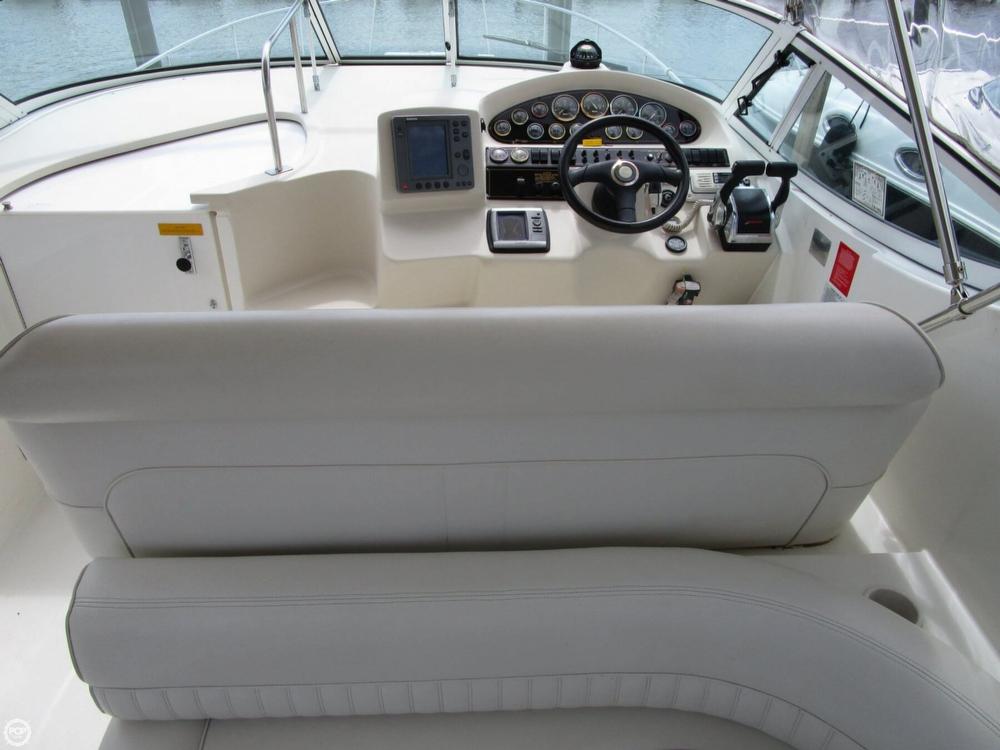 2000 Cruisers Yachts 3075 Express - Photo #32