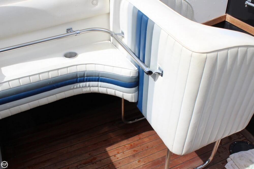1986 Wellcraft boat for sale, model of the boat is 42 Excalibur Eagle & Image # 28 of 40