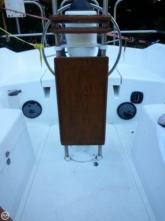 1981 Hunter 27 - Photo #6
