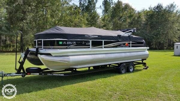 2014 Sun Tracker Party Barge 24 DLX XP3 Tritoon - Photo #16