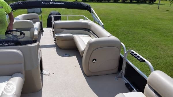 2014 Sun Tracker Party Barge 24 DLX XP3 Tritoon - Photo #23