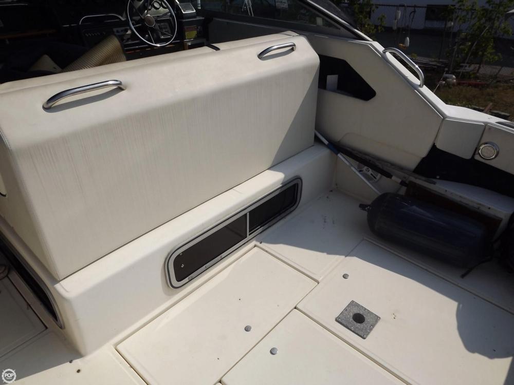 1986 Sea Ray 300 Express Cruiser - Photo #32