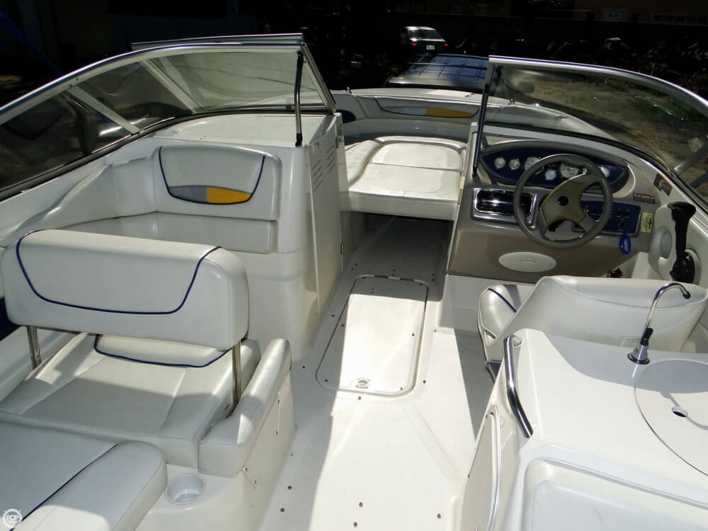 2004 Bayliner 249 SunDeck - Photo #7