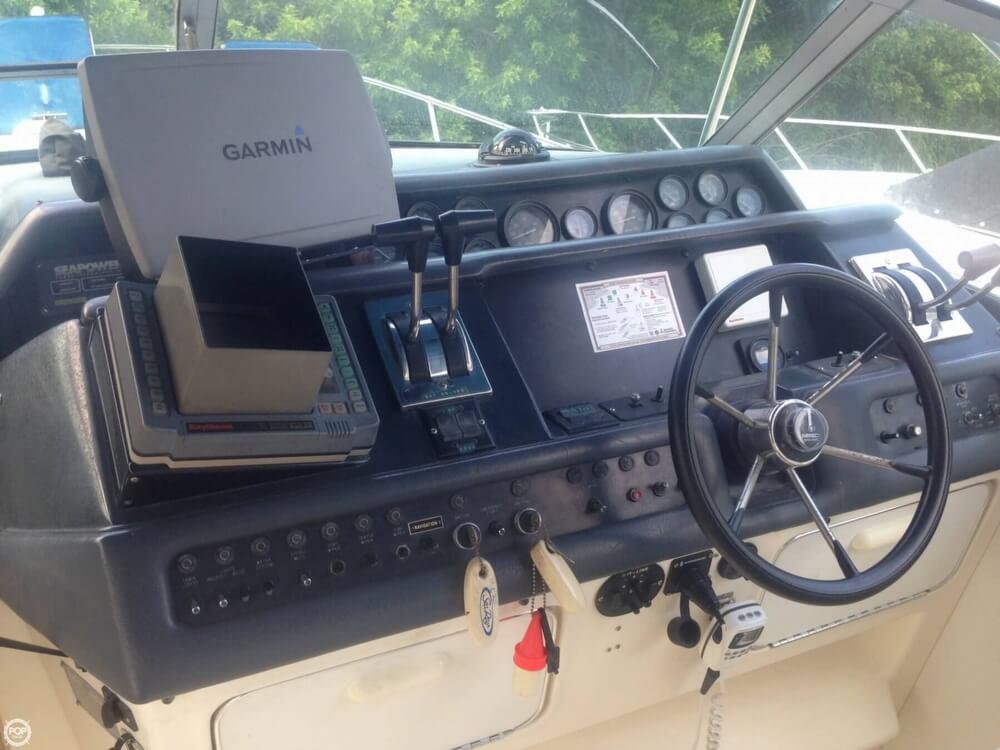 1993 Sea Ray 330 Express Cruiser - Photo #8