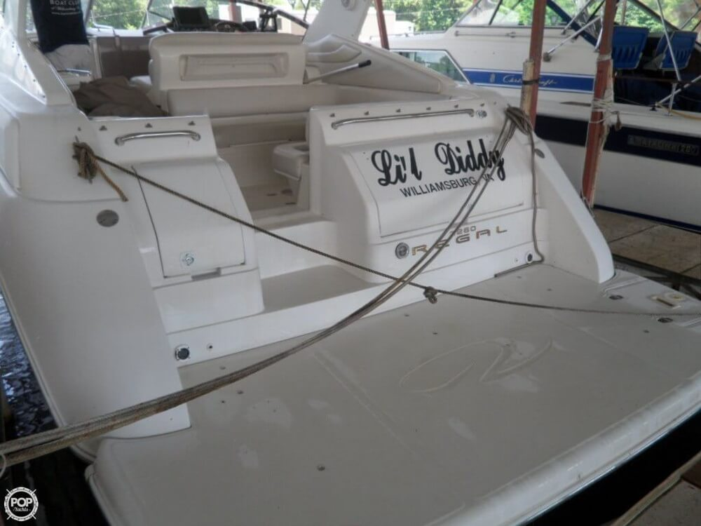 2002 Regal boat for sale, model of the boat is 3260 Commodore & Image # 38 of 40