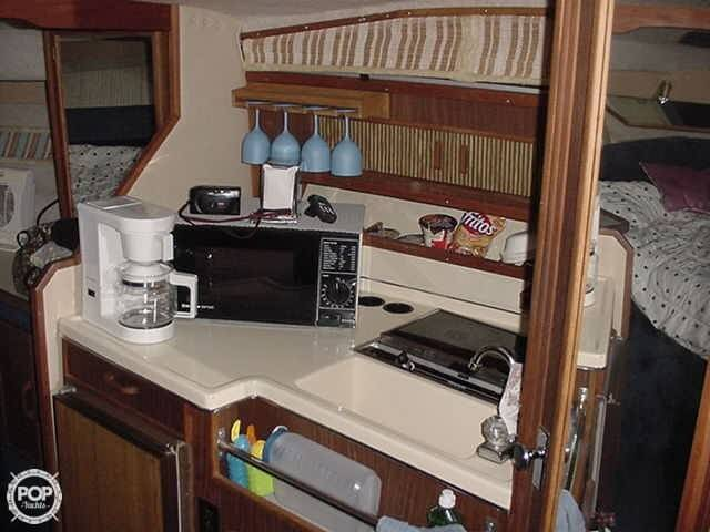 1986 Sea Ray 300 Sundancer - Photo #9