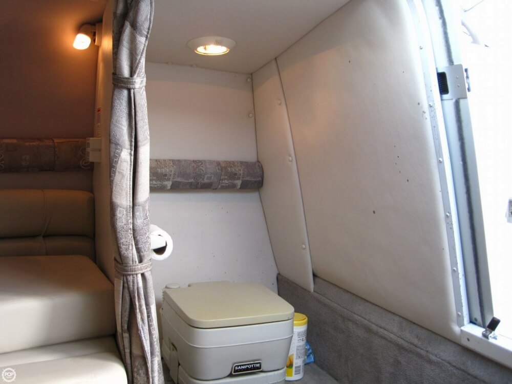 2004 Crownline 235 CCR - Photo #13