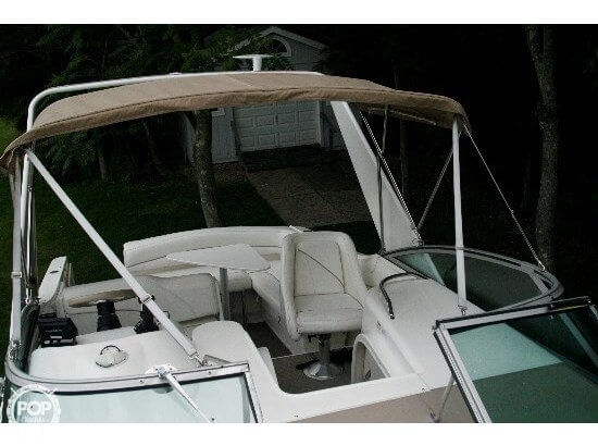 2000 Larson 270 Cabrio Cruiser - Photo #5