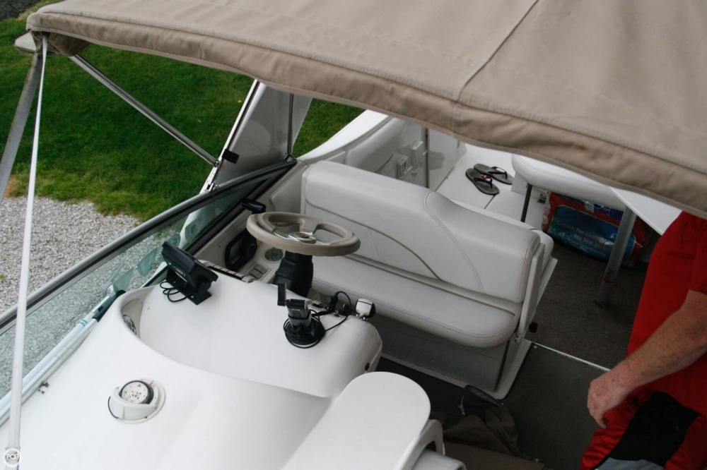 2000 Larson 270 Cabrio Cruiser - Photo #22