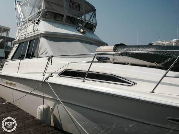 1984 Sea Ray SRV 390 - Photo #2