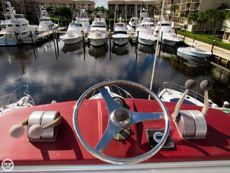 1990 Hatteras 58 Convertible - Photo #9
