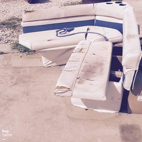 1990 Rinker boat for sale, model of the boat is 300 Fiesta Vee & Image # 16 of 40