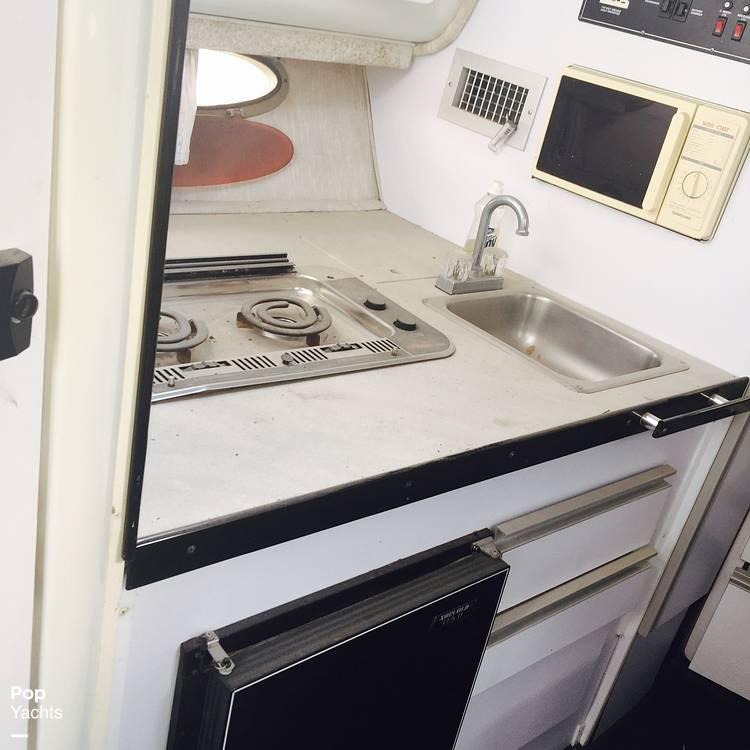 1990 Rinker boat for sale, model of the boat is 300 Fiesta Vee & Image # 20 of 40