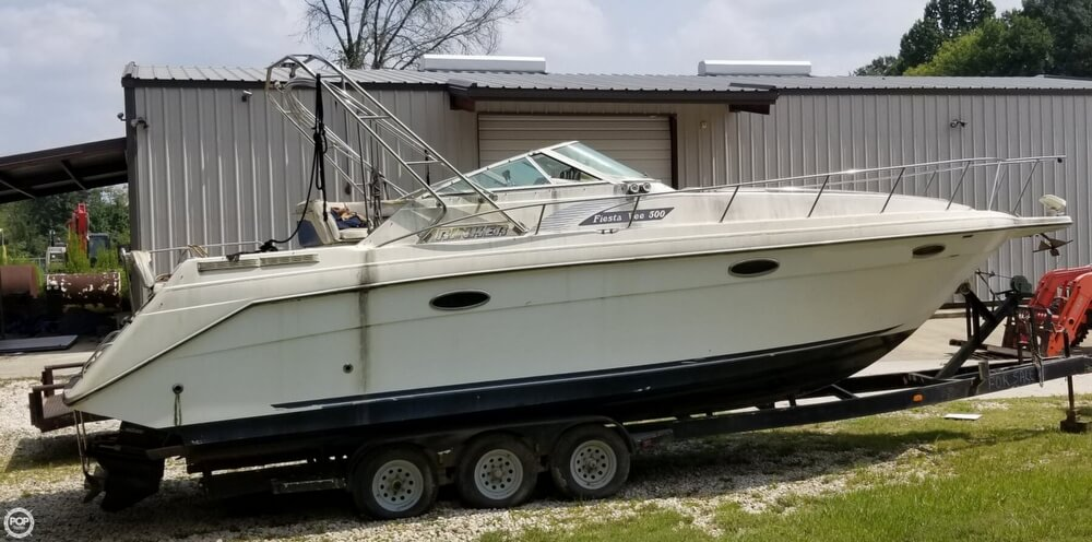 1990 Rinker boat for sale, model of the boat is 300 Fiesta Vee & Image # 28 of 40