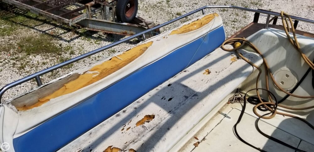 1990 Rinker boat for sale, model of the boat is 300 Fiesta Vee & Image # 39 of 40