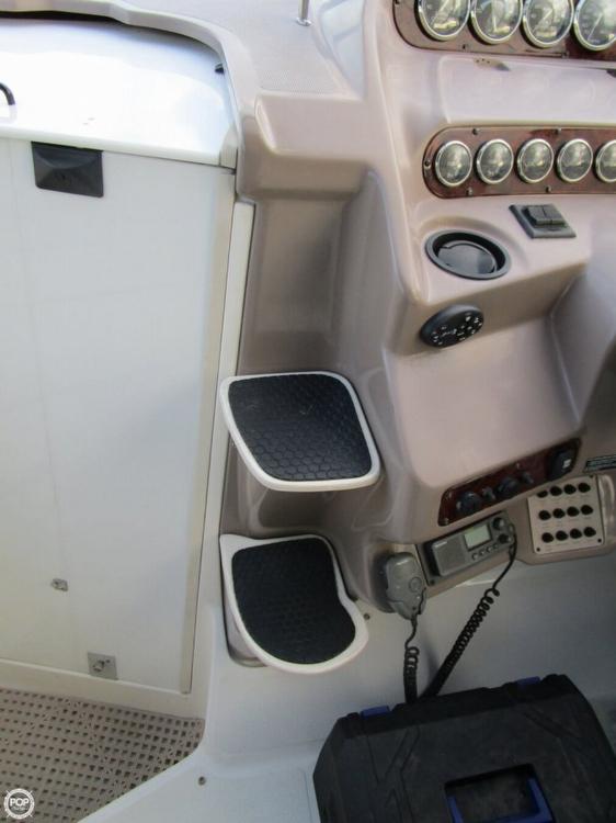 2004 Regal Commodore 2860 - Photo #2