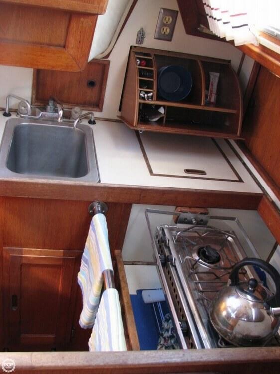 1982 Ericson Yachts 33 - Photo #2