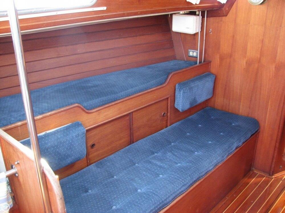 1982 Ericson Yachts 33 - Photo #4