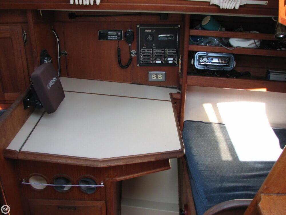 1982 Ericson Yachts 33 - Photo #5