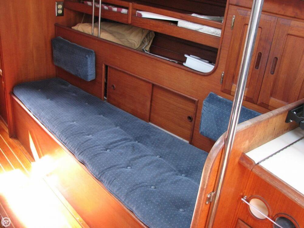 1982 Ericson Yachts 33 - Photo #7