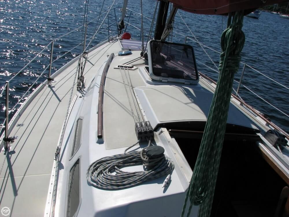1982 Ericson Yachts 33 - Photo #9