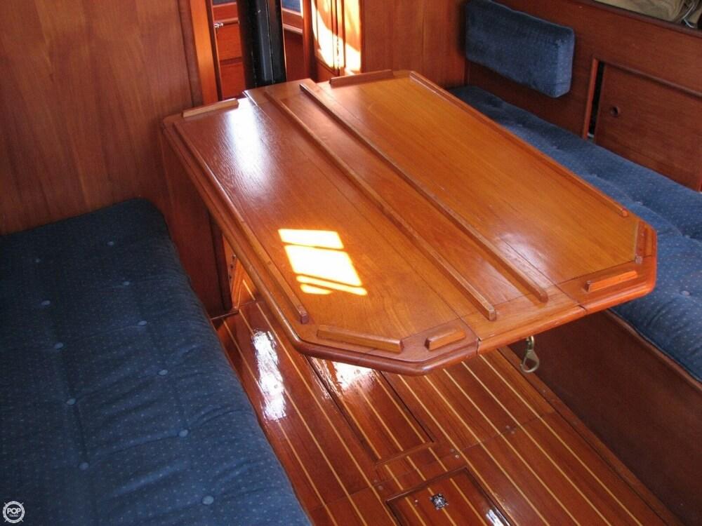 1982 Ericson Yachts 33 - Photo #10