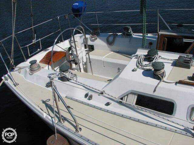 1982 Ericson Yachts 33 - Photo #15